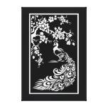 Pavo real negro y flores de cerezo blancos de enca lona estirada galerias