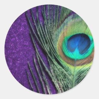 Pavo real púrpura imponente pegatina redonda