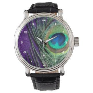 Pavo real púrpura imponente reloj de mano