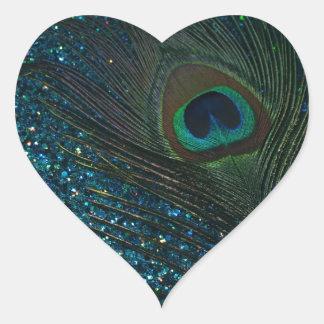 Pavo real reluciente de la aguamarina pegatina en forma de corazón