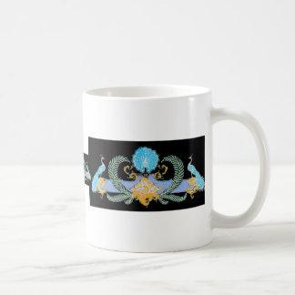 Pavos reales e inversión del azul de la guirnalda tazas de café