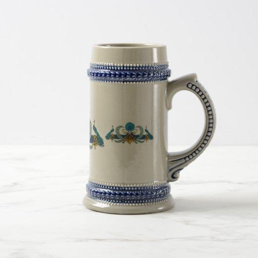 Pavos reales y guirnaldas azules y de oro taza de café