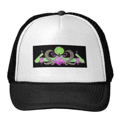 Pavos reales y verde de la guirnalda en fondo negr gorras de camionero