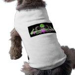 Pavos reales y verde de la guirnalda en fondo negr camisetas mascota