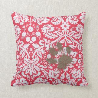 Pawprint fangoso divertido en modelo rojo del dama cojín