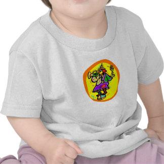 Payaso colorido en bola con el cuerno y la bebida camiseta
