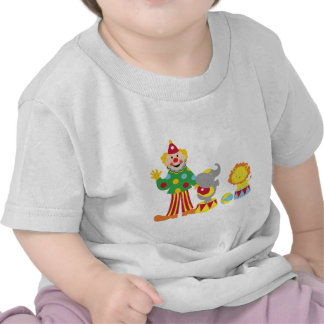 Payaso de circo del dibujo animado y camiseta de l