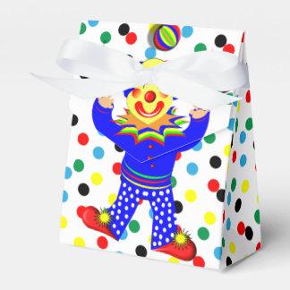Payaso de circo que hace juegos malabares lindo en caja para regalo de boda