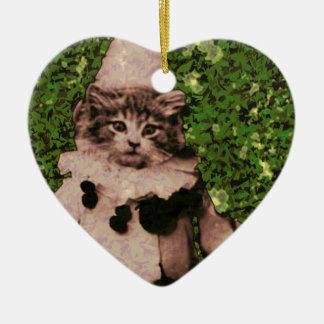 Payaso del gato adorno navideño de cerámica en forma de corazón