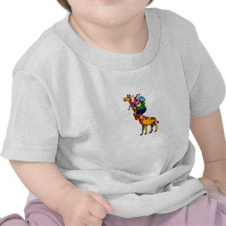 Payaso en jirafa colorida camisetas