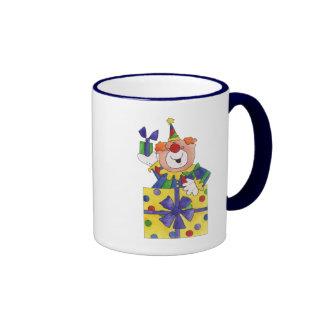 Payaso en un presente taza de dos colores