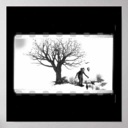 Payaso y cuervos del globo por el árbol espeluznan póster