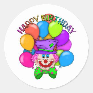 Payaso y globos del feliz cumpleaños etiquetas redondas