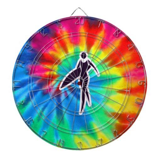 Paz, amor, chicas de la persona que practica surf tabla dardos