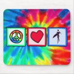 Paz, amor, chicas de la persona que practica surf tapete de ratones