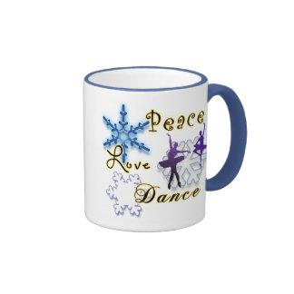 Paz, amor, danza con los copos de nieve taza de dos colores