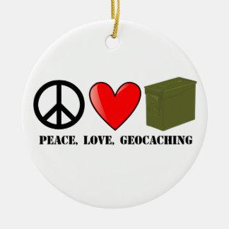 Paz, amor, y Geocaching Adorno Navideño Redondo De Cerámica