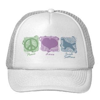 Paz, amor, y setteres irlandeses en colores pastel gorros