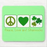 Paz, amor y tréboles alfombrilla de ratones