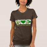 Paz, amor y tréboles camisetas