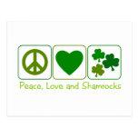 Paz, amor y tréboles postal
