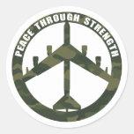 Paz con fuerza pegatinas redondas