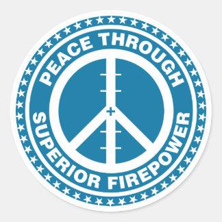 Paz con la potencia de fuego superior - azul pegatina redonda