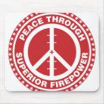 Paz con la potencia de fuego superior - rojo tapetes de raton
