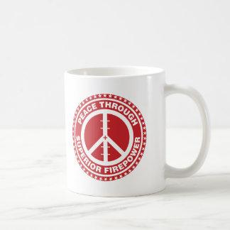 Paz con la potencia de fuego superior - rojo taza de café