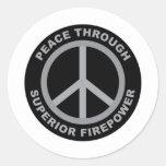 Paz con potencia de fuego superior pegatina redonda