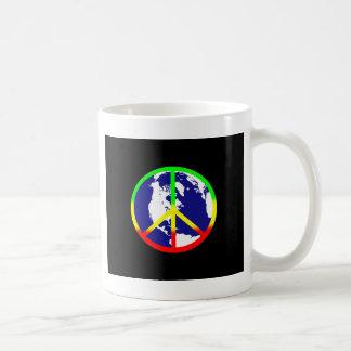 Paz de mundo en negro taza básica blanca