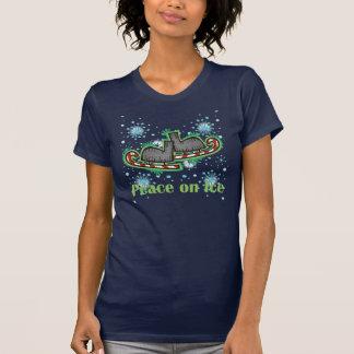 Paz de SkateChick en el hielo Camisetas