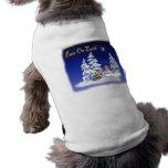 Paz del hombre de la nieve del invierno en la tier camisetas de perro