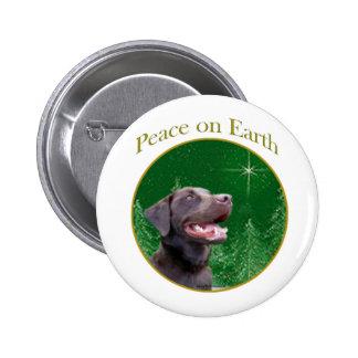 Paz del labrador retriever (choc) pin redondo de 2 pulgadas