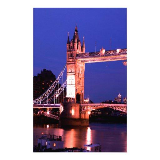 Paz del puente de la torre de Londres en la noche Papeleria De Diseño