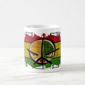 paz del reggae del rasta taza básica blanca