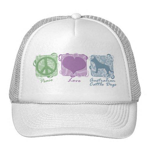 Paz en colores pastel, amor, y perros australianos gorro
