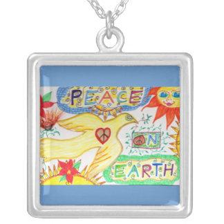 Paz en el collar de la paloma de la tierra