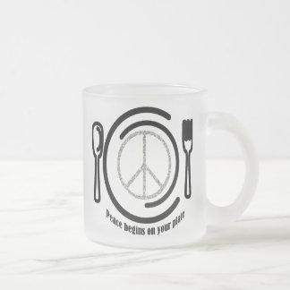 Paz en la taza de la placa