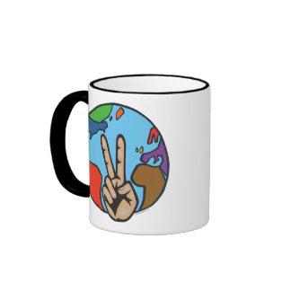 Paz en la tierra taza de dos colores