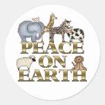 Paz en navidad de la tierra pegatina redonda