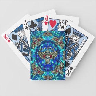 Paz en teñido anudado de la sabiduría con el búho  barajas de cartas