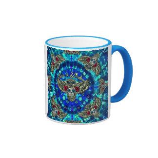 Paz en teñido anudado de la sabiduría con el búho taza de dos colores