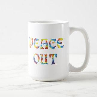 Paz hacia fuera taza clásica