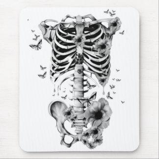 Paz interna, esqueleto con las amapolas y mariposa alfombrillas de ratones