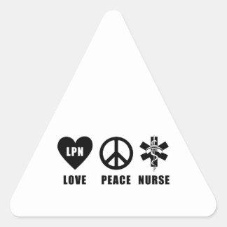 Paz LPN del amor de las enfermeras Pegatina Triangular