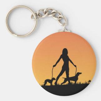 paz que camina del perro en puesta del sol llaveros personalizados