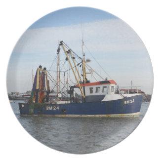 Paz y abundancia del barco de pesca platos de comidas