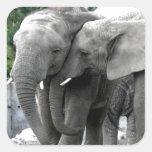 Paz y alegría del beso del amor del elefante pegatina cuadrada