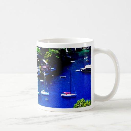 paz y calma de la montaña de los barcos de Italia Taza De Café